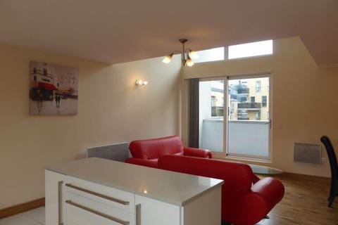 3 bedroom flat to rent - HORSTED COURT