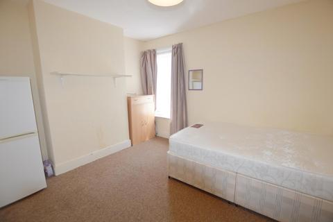 1 bedroom house share to rent - Albert Road, Poole, Dorset BH12 2BX, UK