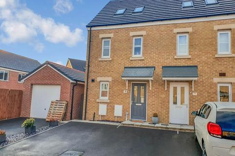 3 bedroom end of terrace house for sale - Ffordd Cadfan, Brackla, Bridgend. CF31 2DP