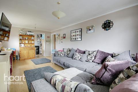 2 bedroom flat for sale - Annett Close, Shepperton