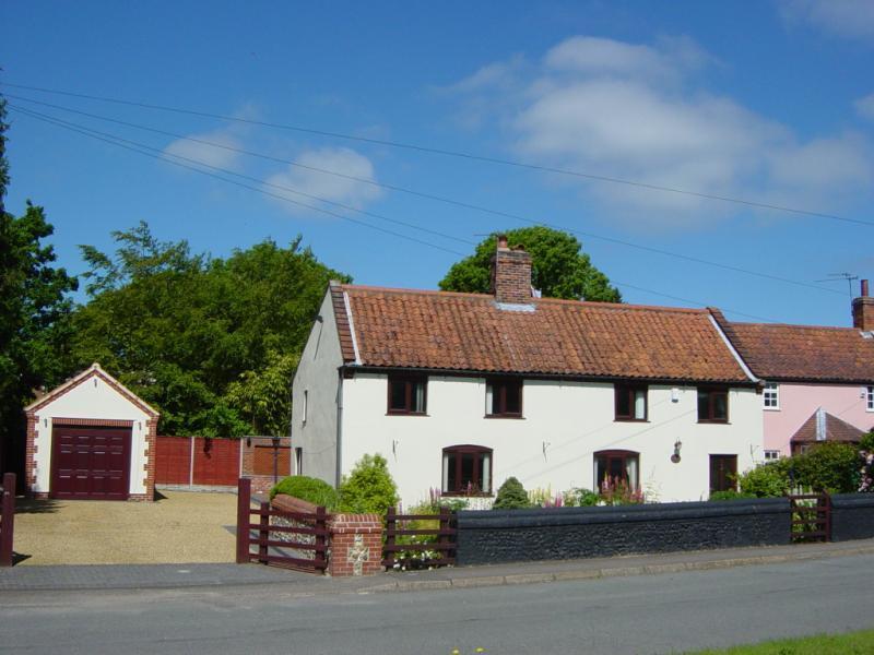 3 Bedrooms House for sale in Old Street, Newton Flotman, Norwich, Norfolk