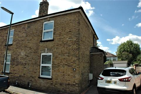 3 bedroom semi-detached house to rent - Kings Road, Egham