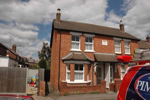 3 bedroom semi-detached house to rent - Crown Street, Egham