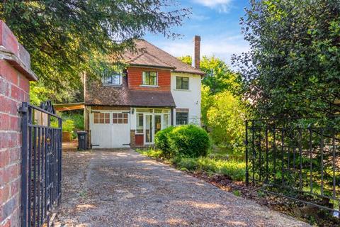 3 bedroom detached house for sale - Park Road, Kenley