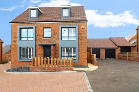 5 bedroom detached house for sale - Cherry Orchard, Ebbsfleet Valley, Swanscombe