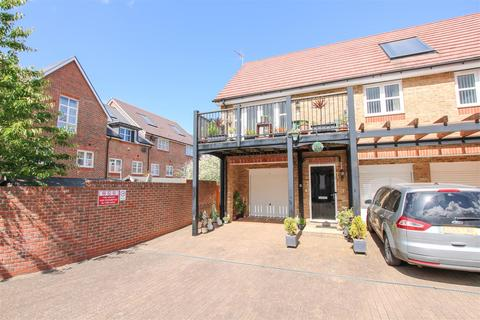 2 bedroom coach house for sale - Whiskin Lane, Aylesbury