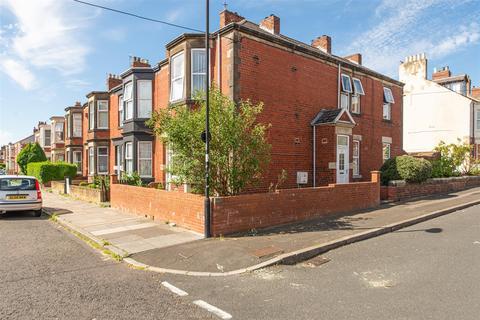 2 bedroom flat for sale - Trewhitt Road, Heaton, Newcastle Upon Tyne