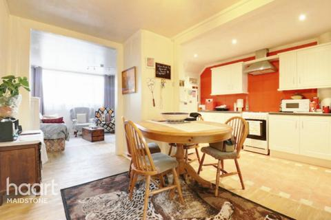 2 bedroom end of terrace house for sale - Bicknor Road, Maidstone
