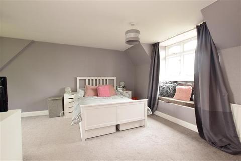 3 bedroom detached house for sale - Heath Road, Ramsden Heath, Billericay, Essex