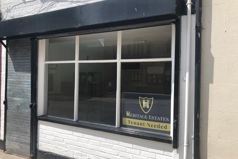 Retail property (high street) to rent - High Street, Glastonbury BA6