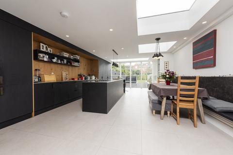 5 bedroom terraced house for sale - Roseneath Road, London, SW11