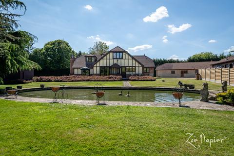 3 bedroom manor house for sale - Runwell, Wickford