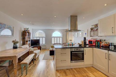 2 bedroom flat for sale - Lavender Hill, Battersea