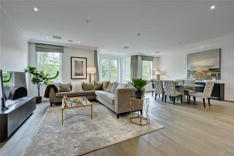 3 bedroom apartment for sale - Leopold Court, Princess Square, Esher, Surrey, KT10
