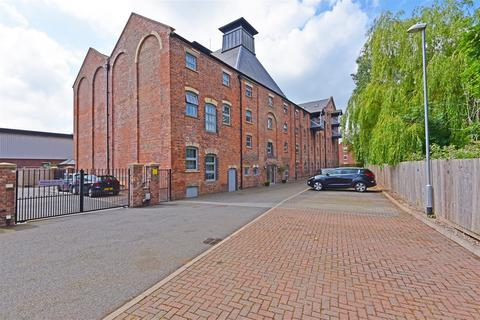 2 bedroom apartment for sale - Cairns Close, Lichfield
