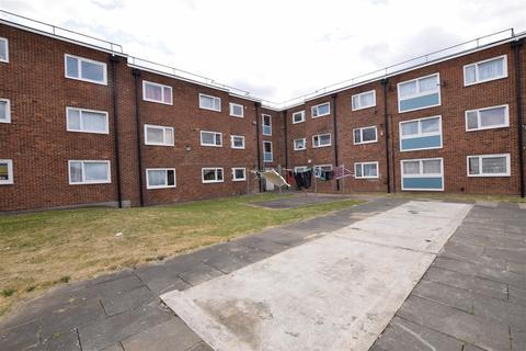 3 bedroom flat for sale - Harts Lane, Barking