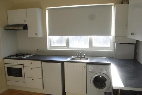 Studio to rent - Gladesmore Road, Tottenham, N15