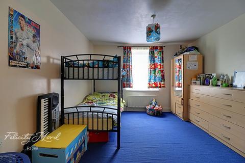 2 bedroom flat for sale - Watts Grove, London, E3