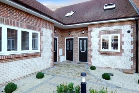 3 bedroom terraced house to rent - Tudor Gardens, Worthing, West Sussex, BN11 4FJ