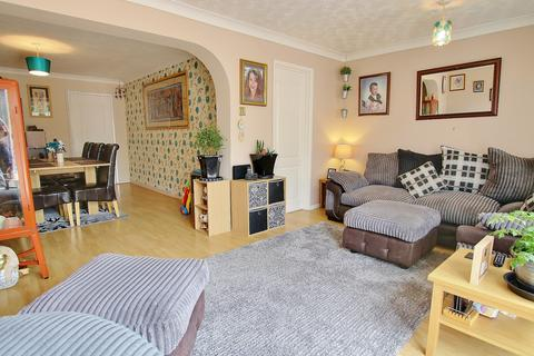3 bedroom link detached house for sale - THREE DOUBLE BEDROOMS! IMPRESSIVE LIVING SPACE! GREAT GARDEN!