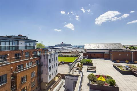 2 bedroom apartment to rent - City Court, Lower Canal Walk, Southampton, Hampshire SO14 3HL