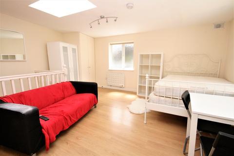 Studio to rent - 250 Kilburn Lane, Queens Park