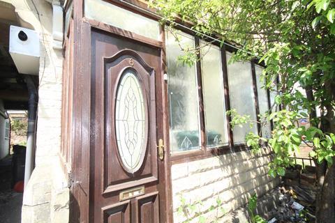 3 bedroom terraced house to rent - Dirkhill Street, Great Horton, Bradford