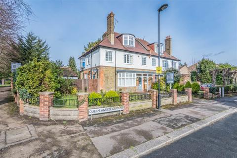 5 bedroom semi-detached house to rent - Queen Annes Gardens, Bush Hill Park Conservation Area, Enfield