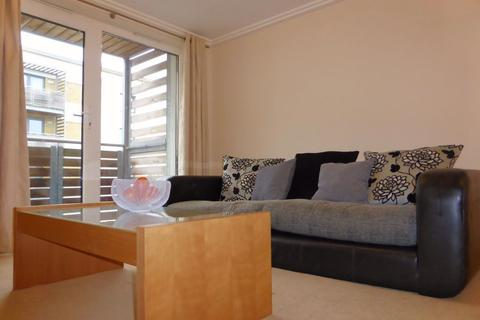 3 bedroom flat to rent - Blackmore Court - P1271