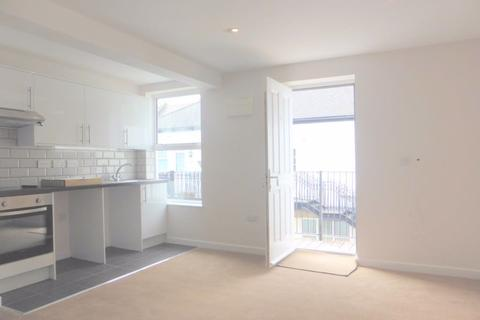 Studio to rent - Osmond Road - P1306