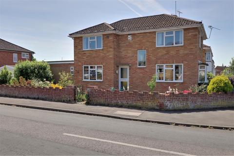 3 bedroom detached house for sale - Lichfield Drive, Cheltenham