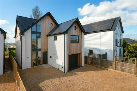 4 bedroom detached house for sale - Allan Road, Seasalter, Whitstable