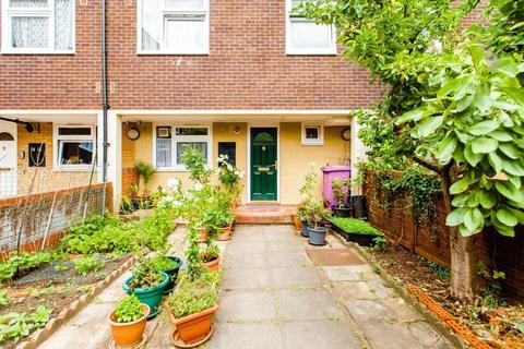 3 bedroom maisonette for sale - Ambrose Walk, Bow, London