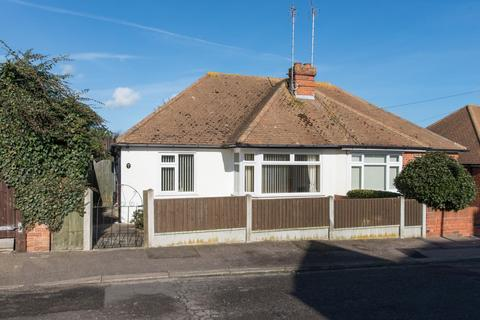 2 bedroom semi-detached bungalow for sale - Woodville Road, Ramsgate