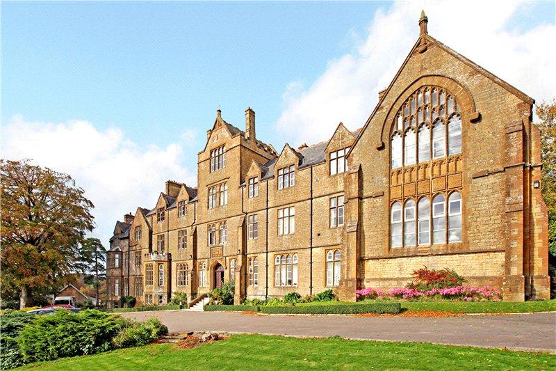 3 Bedrooms Flat for sale in De Combe House, Mount Pleasant, Crewkerne, Somerset