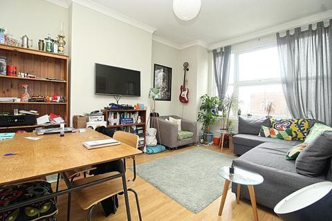 3 bedroom flat to rent - Crawley Road, London, E10 6RJ