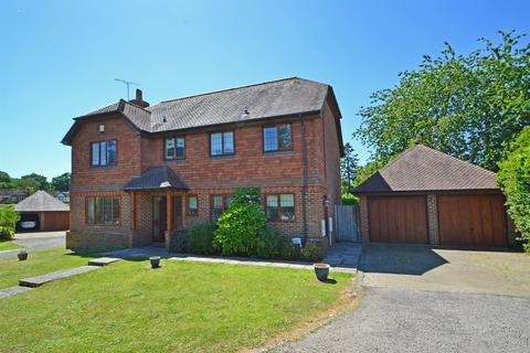 4 bedroom detached house for sale - CLOSE TO VILLAGE AND WALKS, Storrington, West Sussex, RH20