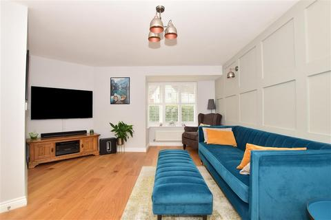 3 bedroom semi-detached house for sale - Grebe Way, Maidstone, Kent
