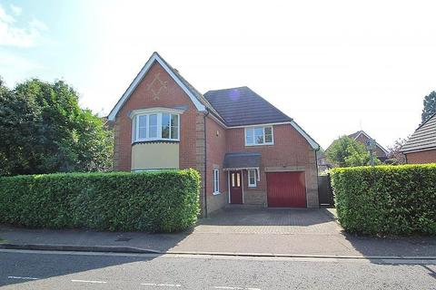 4 bedroom detached house to rent - Ridgewell Avenue, Chelmsford, Essex, CM1