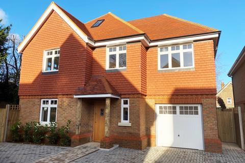 5 bedroom detached house for sale - Church Road, Horley, RH6