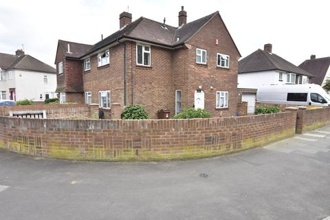 3 bedroom end of terrace house for sale - Chertsey Road, Feltham, Middlesex, TW13