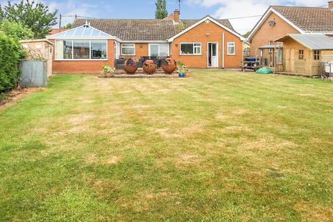 3 bedroom detached bungalow for sale - Middle Street, Corringham, Gainsborough, DN21 5QS