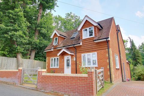 3 bedroom detached house for sale - VERSATILE ACCOMMODATION! SIDING ONTO WOODLAND! ENSUITE!