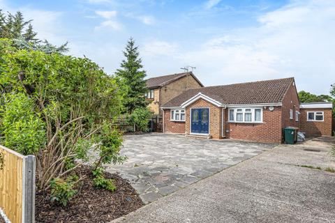 4 bedroom detached bungalow for sale - Staines Upon Thames, Surrey, TW19