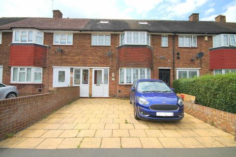 5 bedroom terraced house for sale - Sparrow Farm Drive, Feltham, TW14