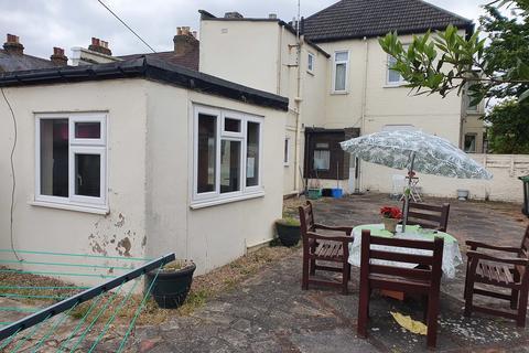 6 bedroom detached house to rent - Walton Road, Hoddesdon