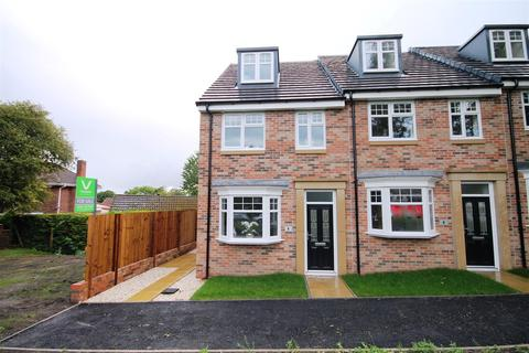 3 bedroom end of terrace house for sale - Oak House, The Village Green, Wingate