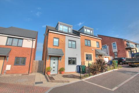 3 bedroom semi-detached house for sale - Featherwood Avenue , The Rise, Newcastle upon Tyne, NE15 6BW