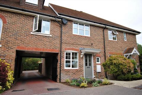 2 bedroom terraced house to rent - Stockbridge Road, Fleet