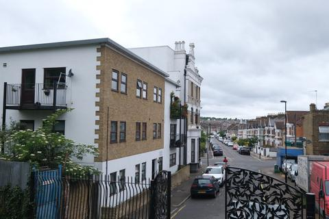1 bedroom flat to rent - 79 Laleham Road